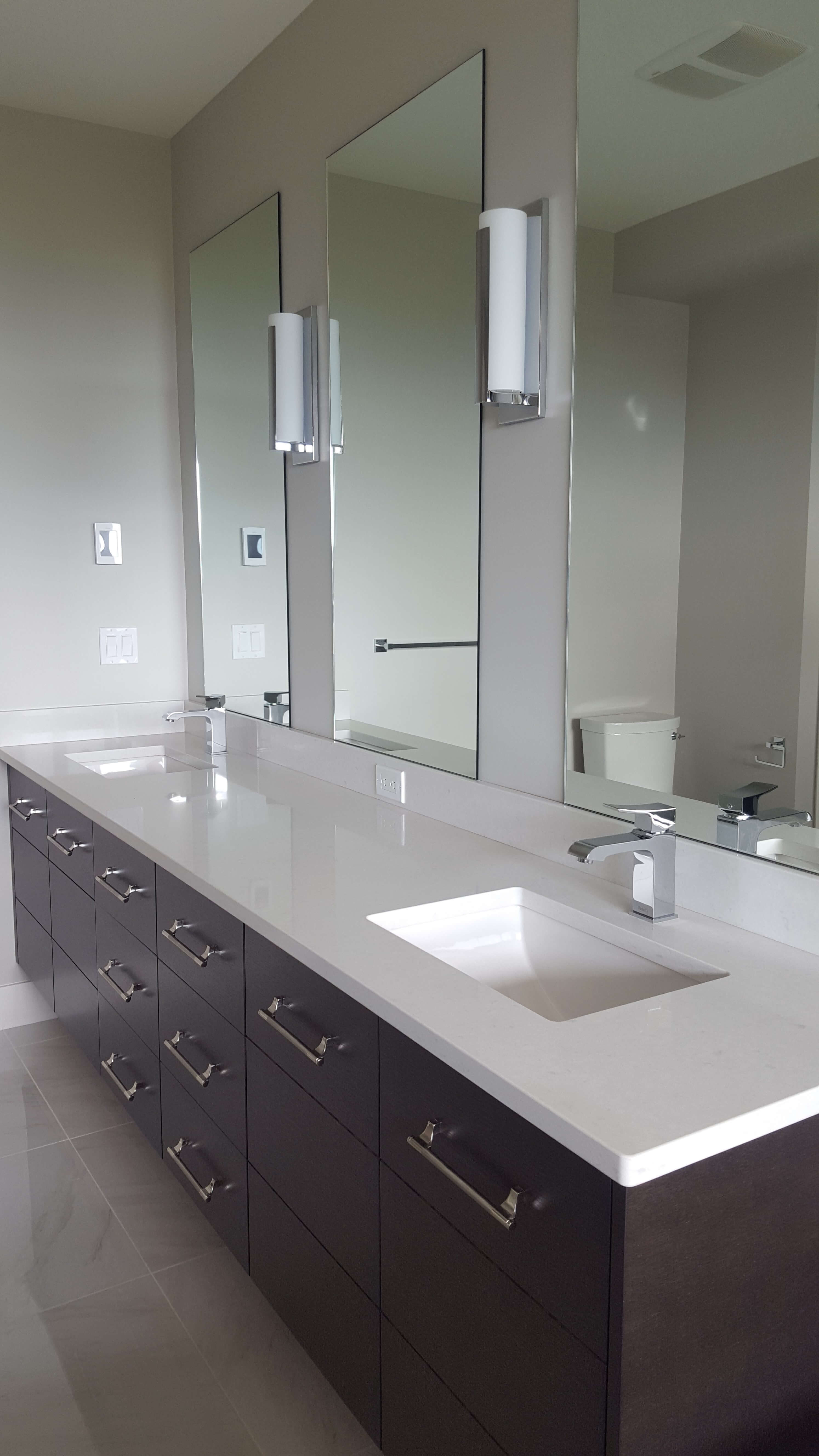 Bathroom cabinet: varieties and features of choice