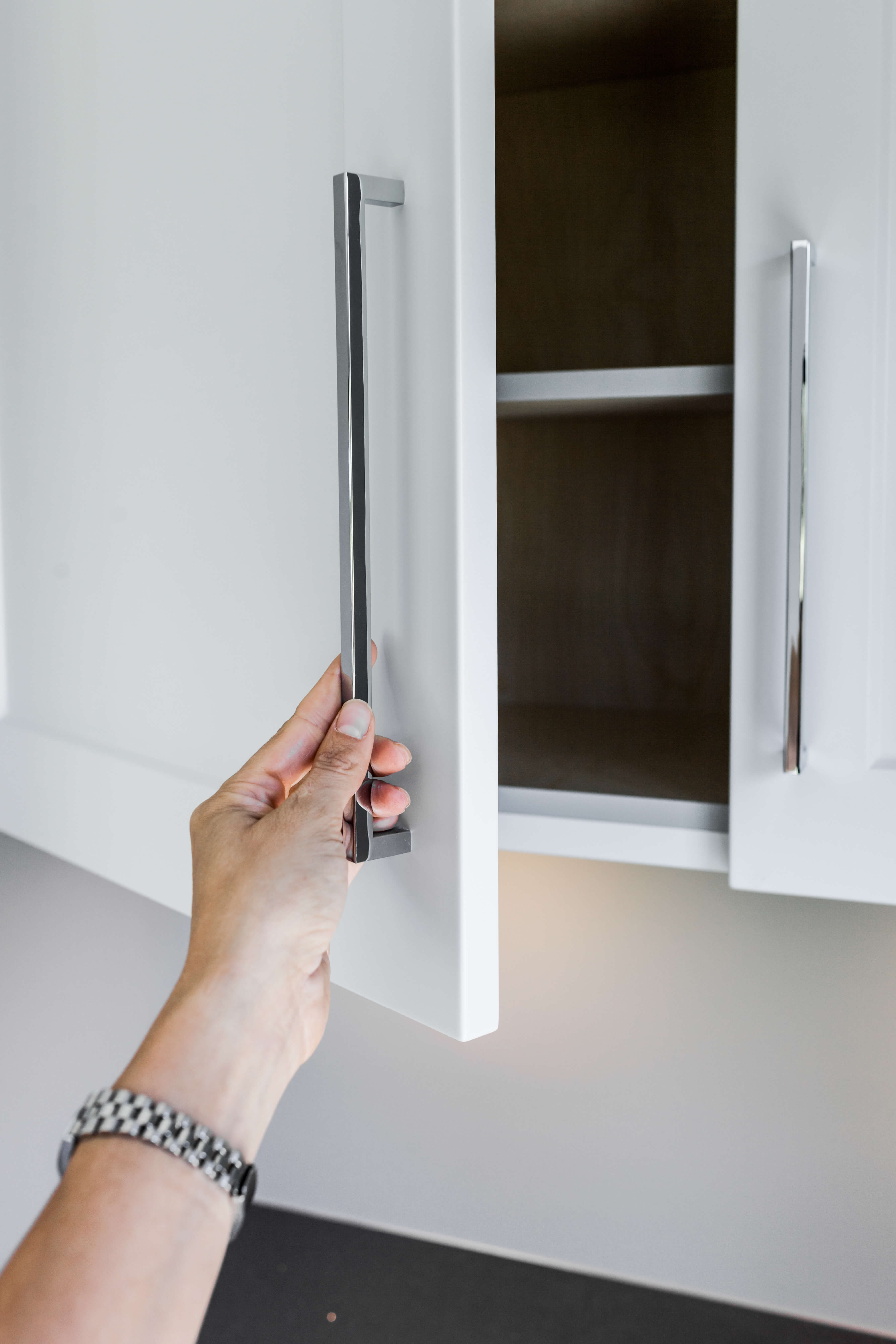 The Pros & Cons of Cabinet Placement: Overhead vs. Floor Level 1