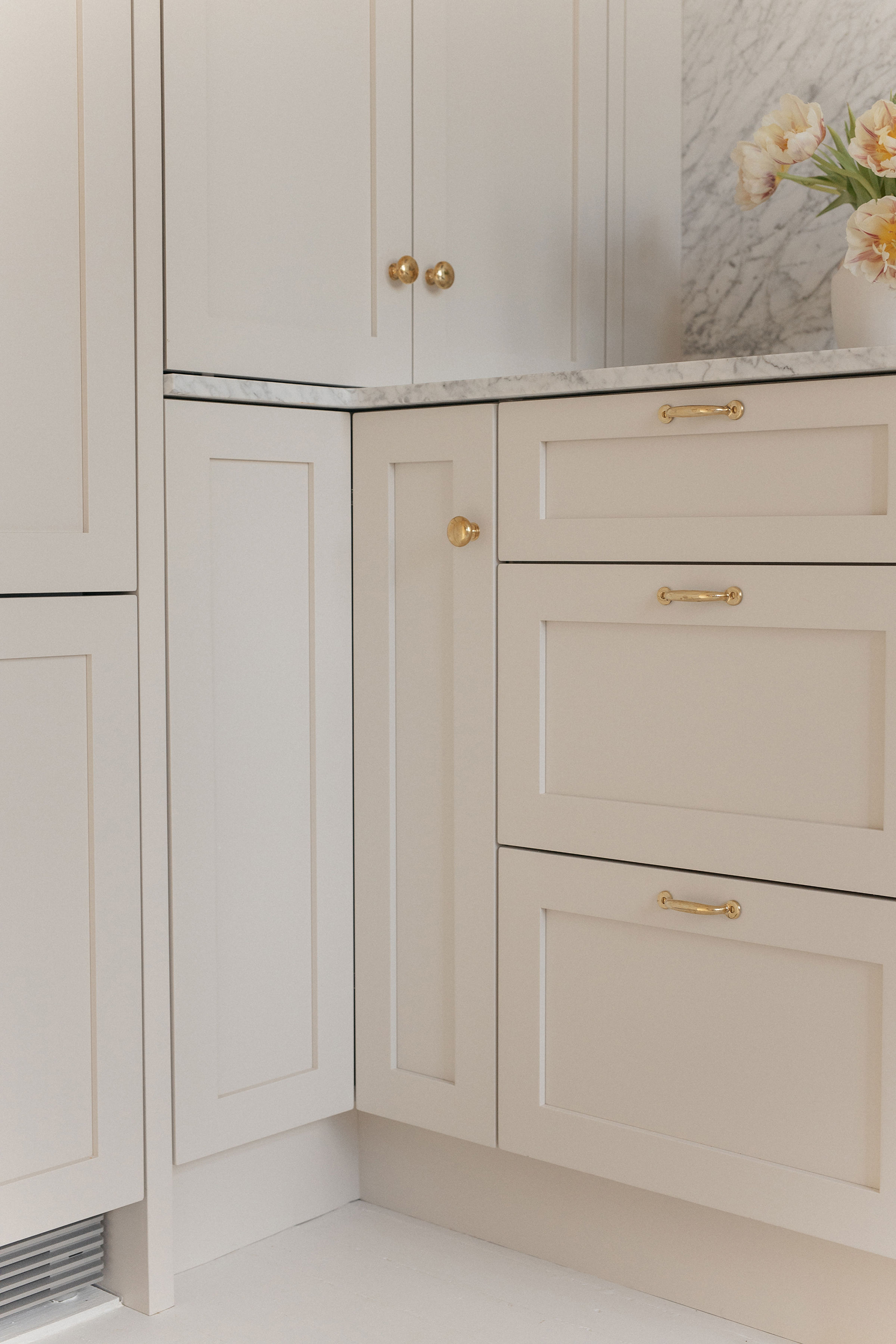 Tips for Creating a Warm and Welcoming White Kitchen 2