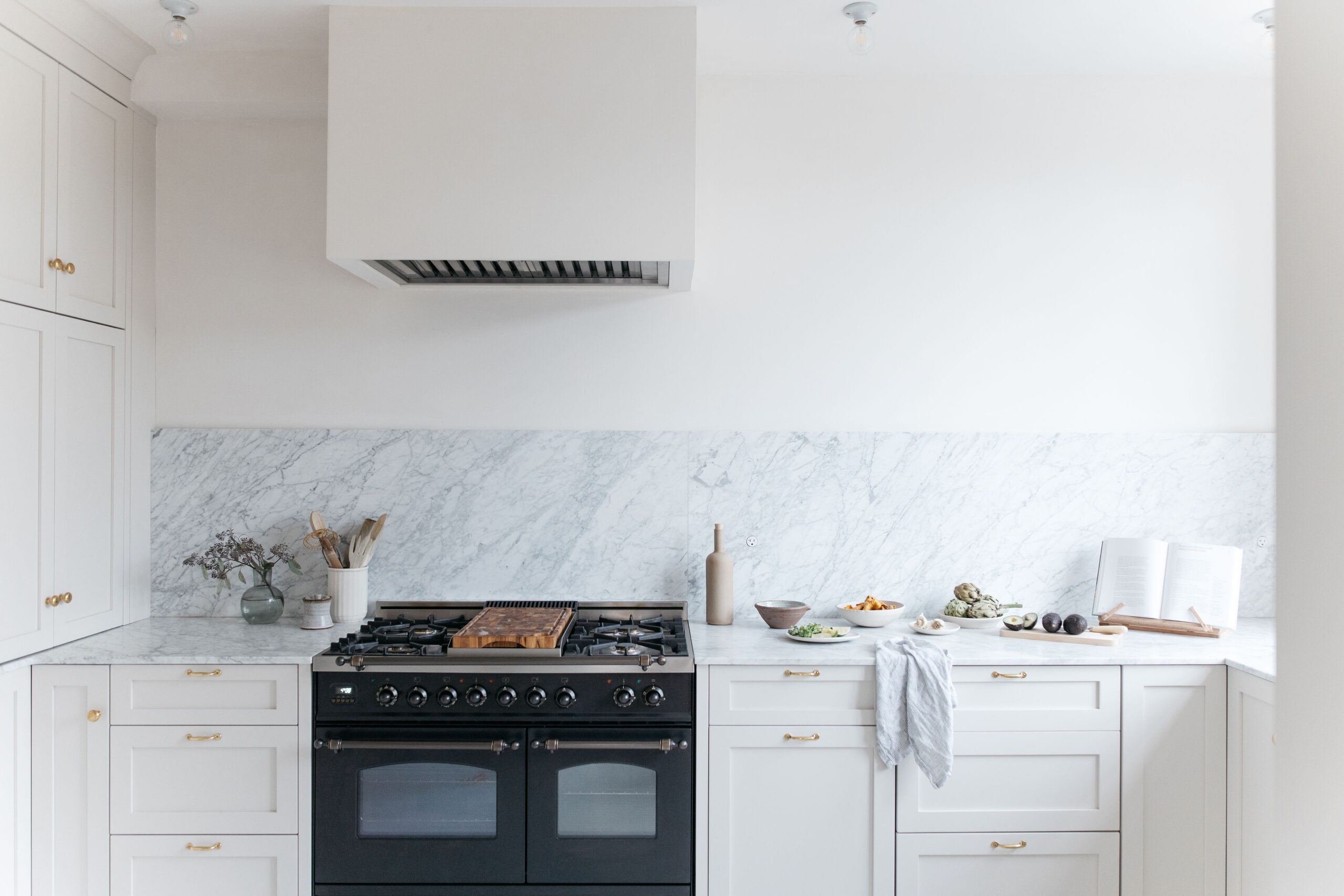 The Pros and Cons of White Kitchen Cabinets 3