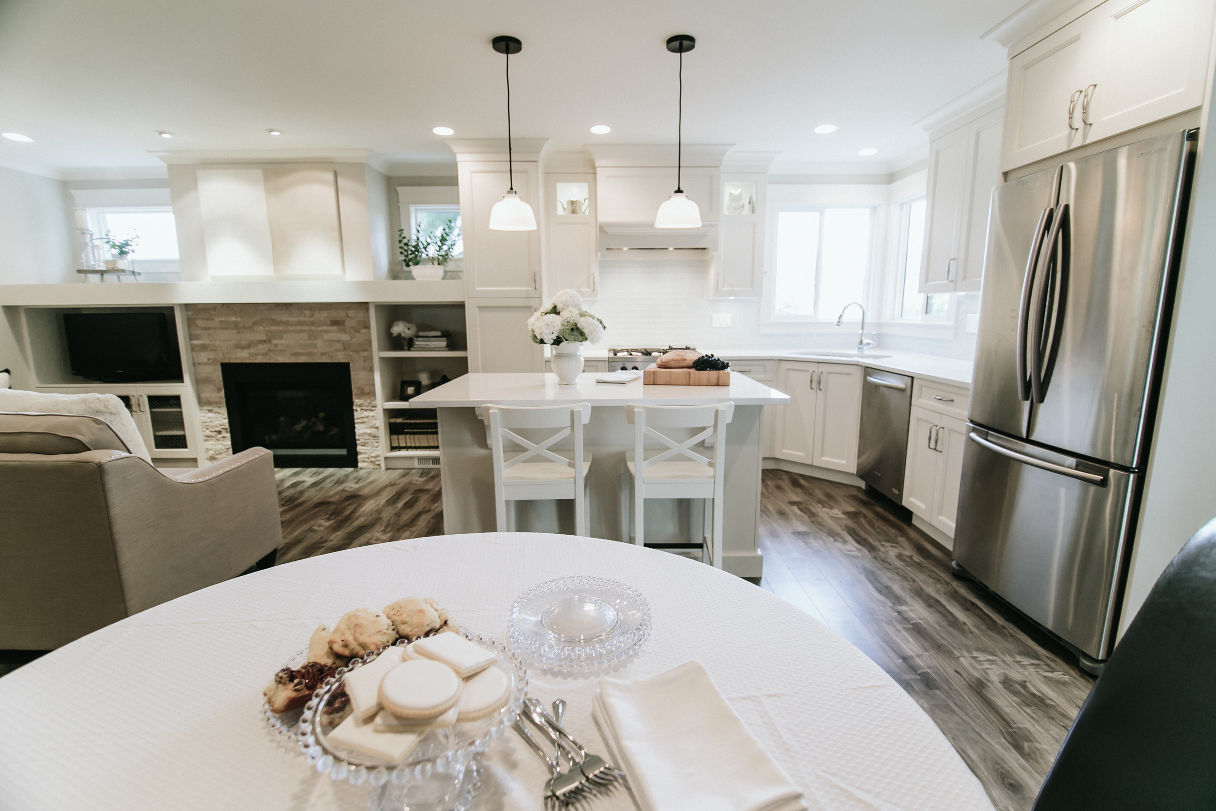 Tips for Creating a Warm and Welcoming White Kitchen 3