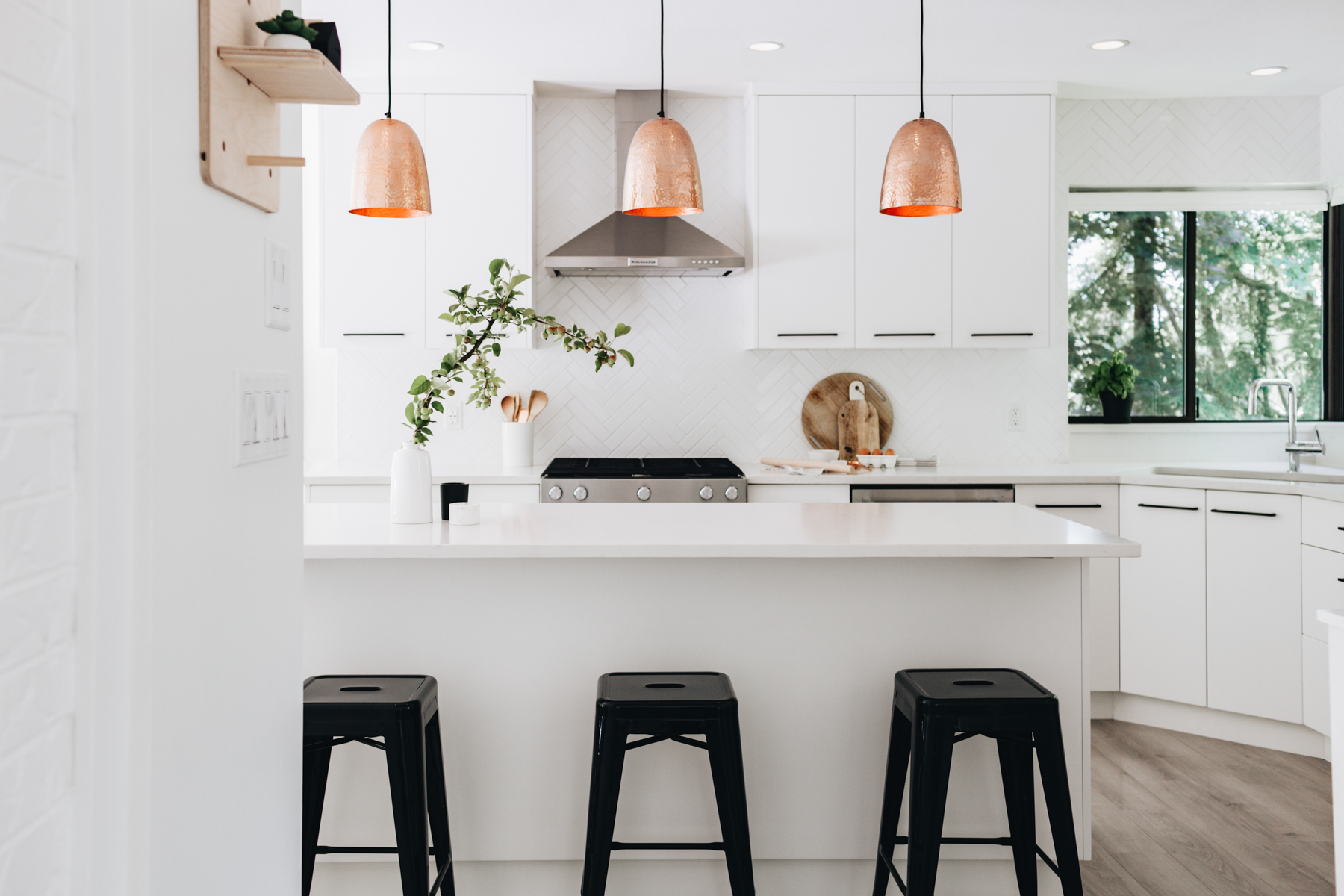 Tips for Creating a Warm and Welcoming White Kitchen 4