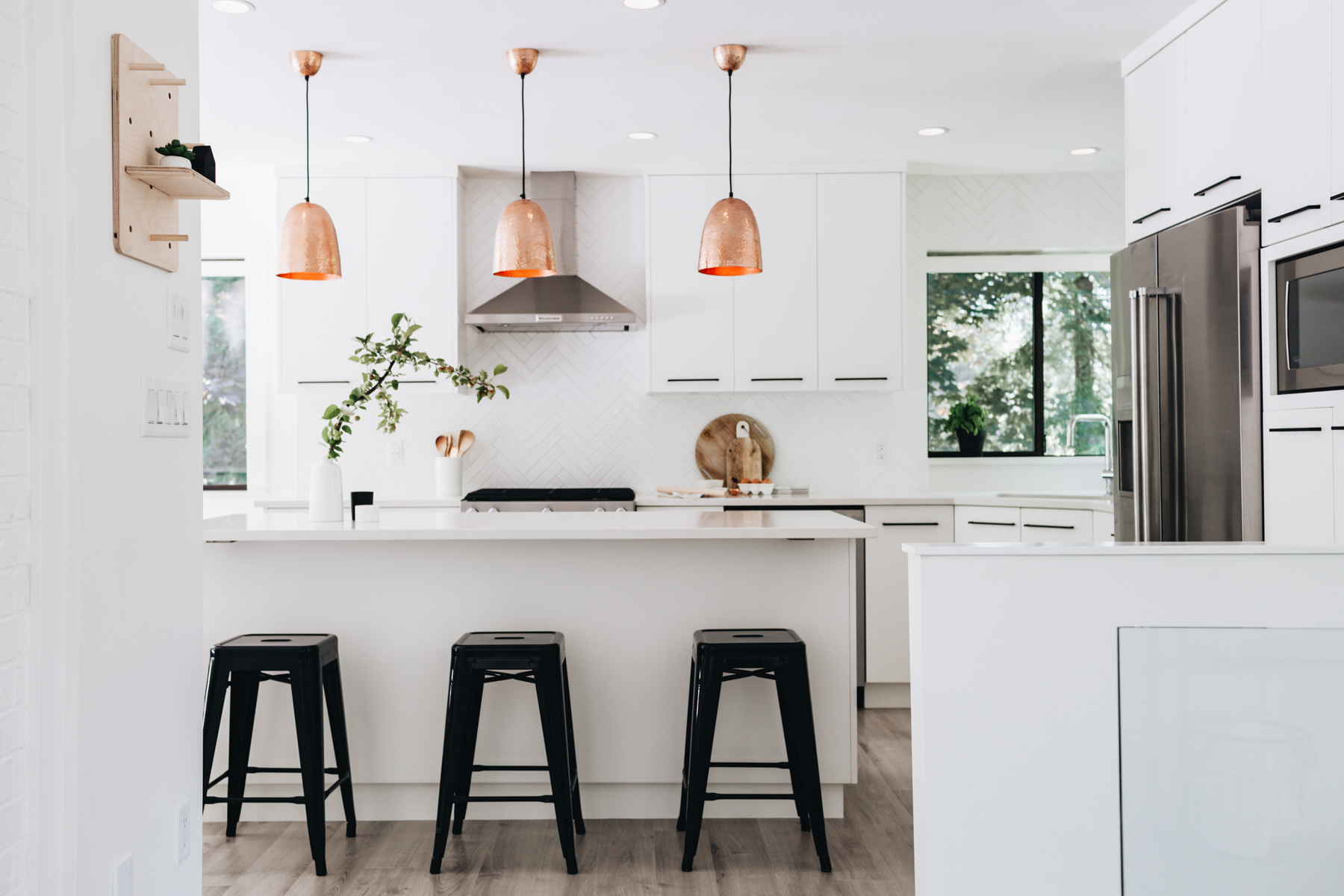 The Pros and Cons of White Kitchen Cabinets 2