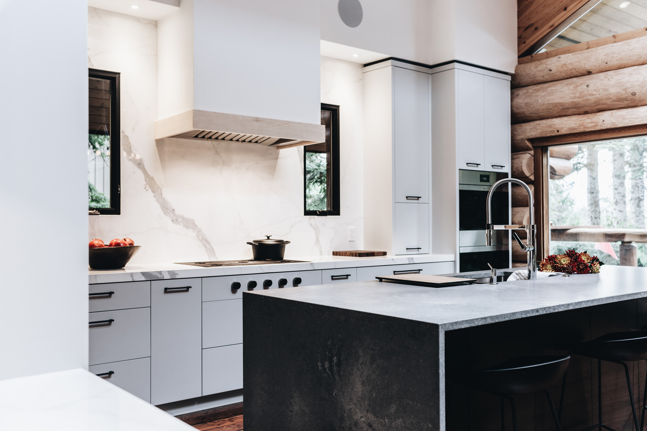 Tips for Creating a Warm and Welcoming White Kitchen 1