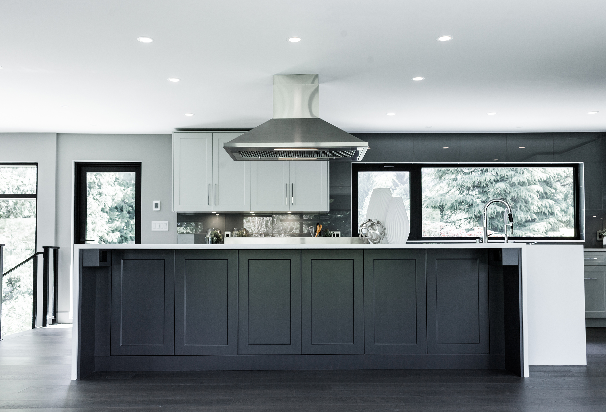 Kitchen Cabinet Colour Combinations for Your Next Kitchen Reno 1