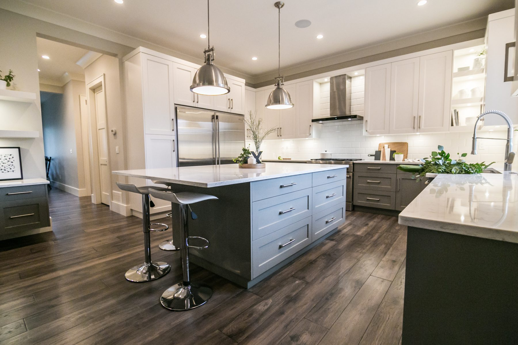 The Pros & Cons of Cabinet Placement: Overhead vs. Floor ...