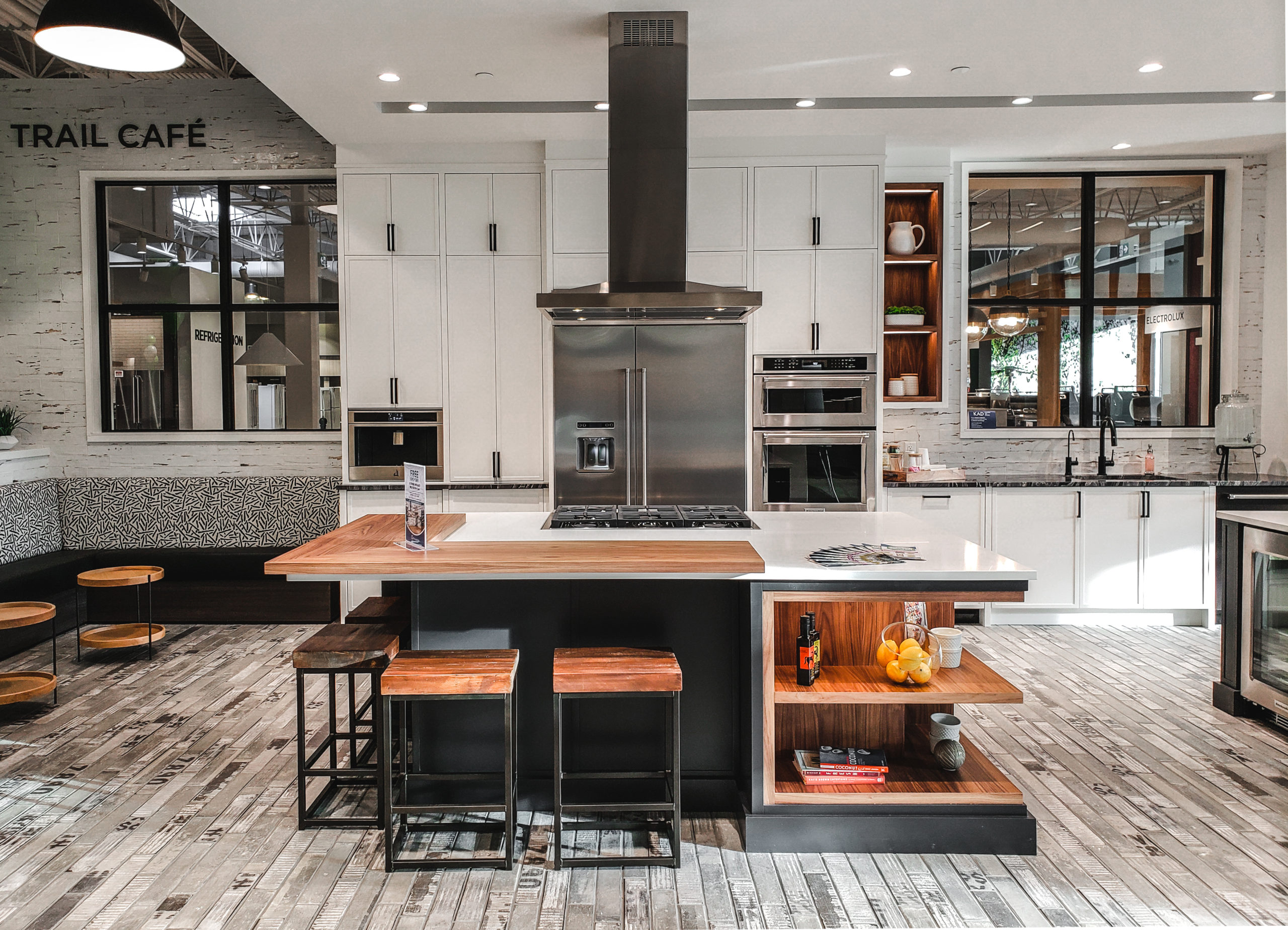 Designing the Perfect Kitchen Island With Custom Cabinets 1