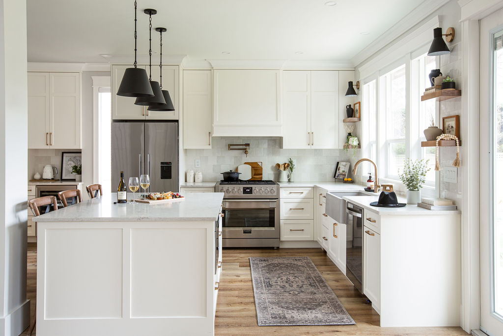 The Pros and Cons of White Kitchen Cabinets 1